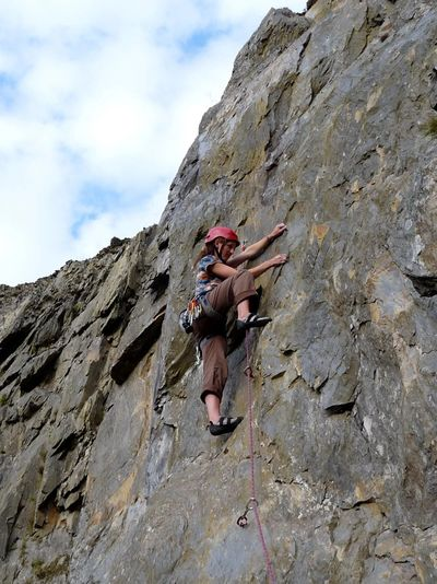 Ferdia Earle on the  FA of  ''The Shield'' (F6b)  at Llyn  Brianne.  [©Andrew Wielochowski]