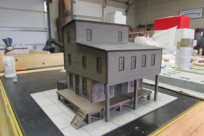 Korber Models kit 7010 Refinishing Shop with scratched built wood two story add on