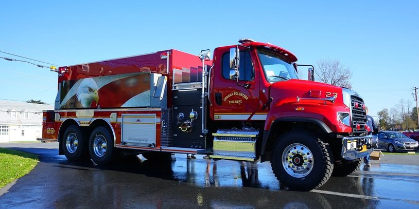 3000 gallon polly tank and body 1250 GPM Hale Pump Detroit DD13 505 horse power diesel engine Expect
