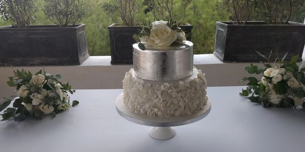 Ruffle & Silver leaf wedding cake