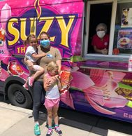 Suzy Thai Food Neighborhood Coordinator at the Food Truck with daughters. Covid-19