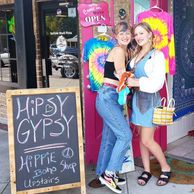 hippie girls, hippie store, hippie door, boho girl, boho chic