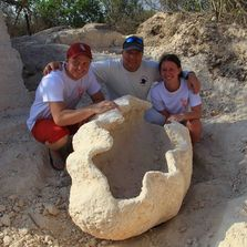 One of the largest clamshells ever excavated, 530 kilo.
