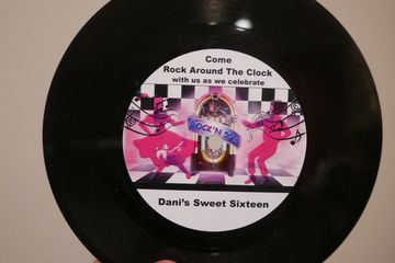 custom printed invitation vinyl records 50's rock'n'roll birthday party sweet sixteen personalized