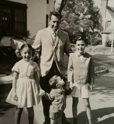 Tom Hairabedian with 3 of his children 1966, From left to right: Carron, David and Cary