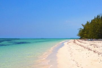 Andros Town/Fresh Creek airport, Bahamas beach, Charter flights to Andros Town, Cessna Caravan