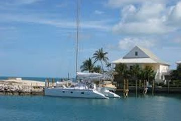 Boat in West End, Grand Bahama. Charter flights to West End Airport, Bahamas. Round trip flights