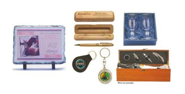 Glass plaque, pen set, key rings and wine gift box set