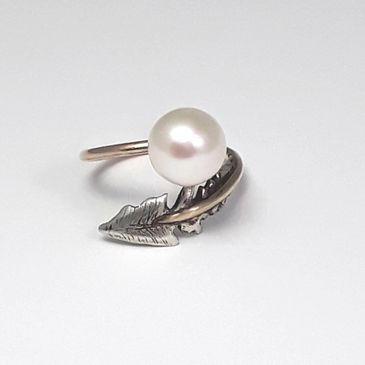 Dandy Lion ring, round pearl, fresh water pearl, 9ct gold, leaf motif, botanical, capsule collection