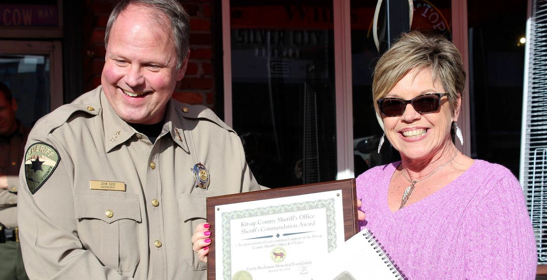 Kitsap County Sheriff's Office Undersheriff John Gese recognizes a citizen for their help.