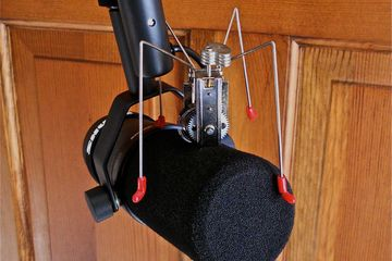 Microphone with spider