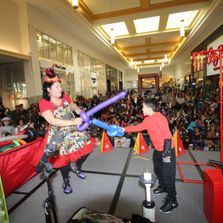 MALL STAGE BALLOON SHOW
