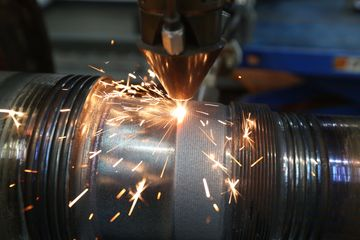 applying an overlay using metal powder through laser cladding onto a steel roll