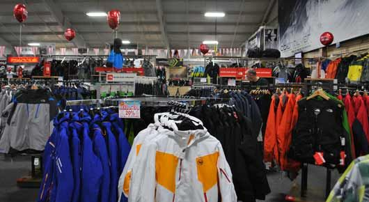 SKI AND SNOWBOARD JACKETS  AND  PANTS FOR SALE.  -HALFPIPE946  SKI SHOP-