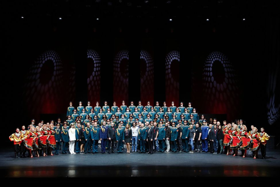 The Red Army Choir with Thierry Wolf production's team