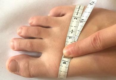 Measuring the width of your foot for skates.