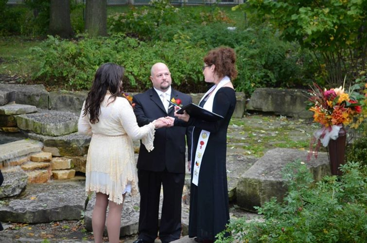 il wedding officiant, wedding officiant near me, wedding minister to perform a wedding