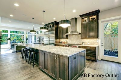 Granite countertop installed in Valrico Florida, use natural stone
