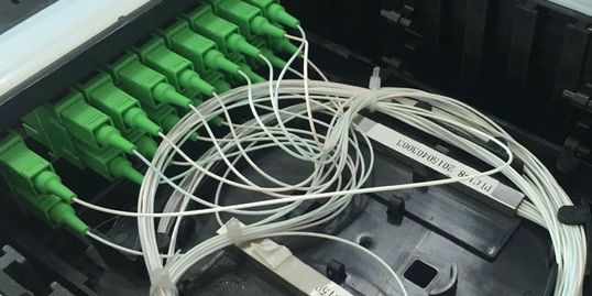 Fiber optic joint closure splicing