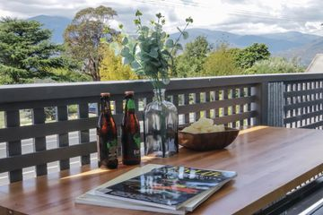 Mt Beauty Valley Views - Balcony Views & beers