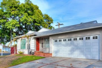 Front of house with driveway and garage, front yard, Lakewood, California 2 bed 2 bath with backyard
