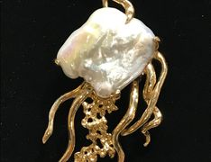 14 k Gold and Biwa Pearl Jellyfish Design Pendant