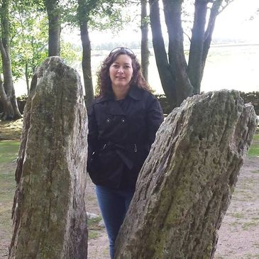 Tawnya at the split stone at Clava Cairns