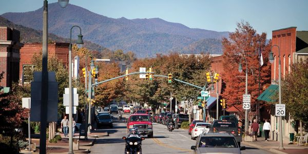 Downtown Waynesville offers shopping, dining, wineries, and breweries. Into thrift shopping and unique boutiques? Wonderful art galleries? Special events throughout the month. A must see when you are at the cabin.