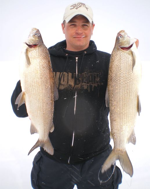 Lac Seul Minnitaki excellent hardwater ice fishing trips to Sioux Lookout, Ontario Canada