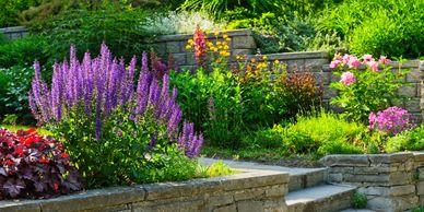 Flower bed design and raised garden beds