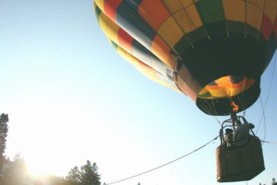 Hot air balloon giving tether rides to passengers