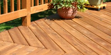 Picture of a redwood deck by eagle construction Vallejo, ca