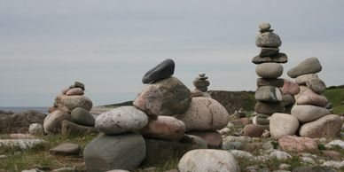 a constellation of rocks as a methaphor for family constellations and group dynamics
