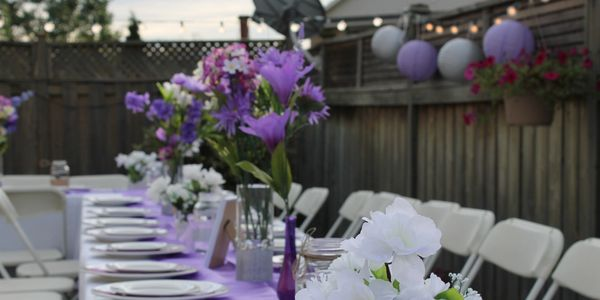 Tabel centres florals flowers purple dinner awards outdoor party