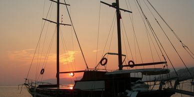 picture of a pirate ship in clearwater florida at sunset www.glassbottomtours.com