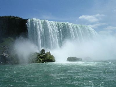 Canada covers such a lot of land, and borders onto the USA with a footbridge at Niagara Falls, this