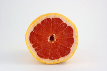 Derived from the blood orange it has an uplifting aroma and promote clear, radiant and smooth skin.