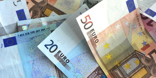 picture of euro banknotes