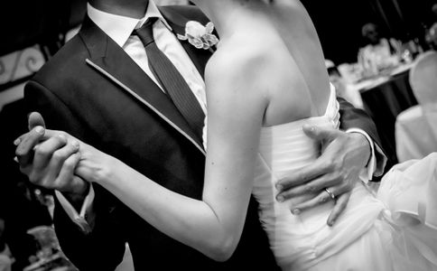 First dance wedding dance lessons to Waltz, 2 step, Salsa, Cha Cha, Swing, Country, or Latin