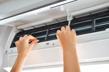 cleaning a air conditioner split system indoor unit