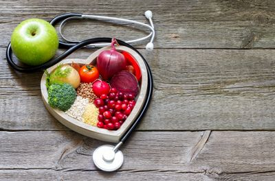 Image of heart and vegetables for 1:1 health checks