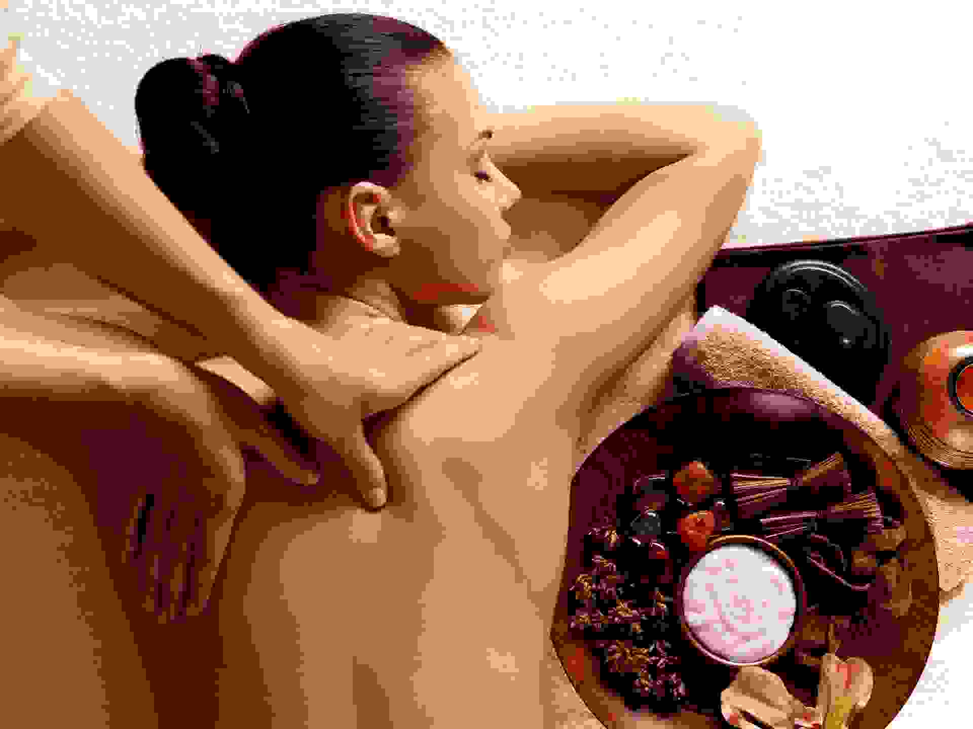 Back body massage by hand
