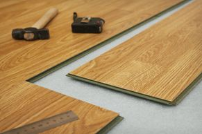 Alignment made, nailed or stapled underneath and glued every foot before the walls; We guarantee you