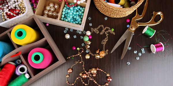 beads, pearls, chain bicones designer jewellery jewelry on a table with chain and cot
