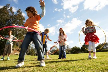 Children are playing sports and outdoor activities. Children are exercising to develop fitness.