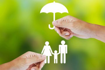 hands of independent insurance agents holding a silhouette of an umbrella over the silhouette of a family