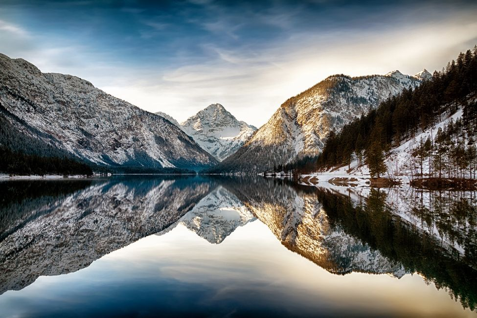 Peaceful mountains reflected into a lake.