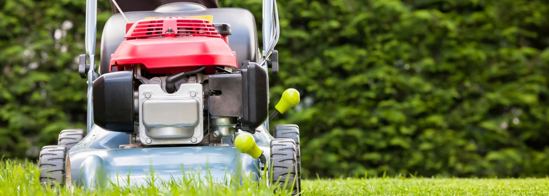 Lawn cutting and grass mowing services in the Dordogne. Second home an holiday home owners.