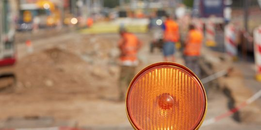Construction Lights that can be installed on top of certain barricades