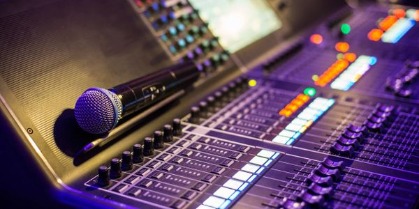 digital mixer, wireless microphone, audio production, live sound